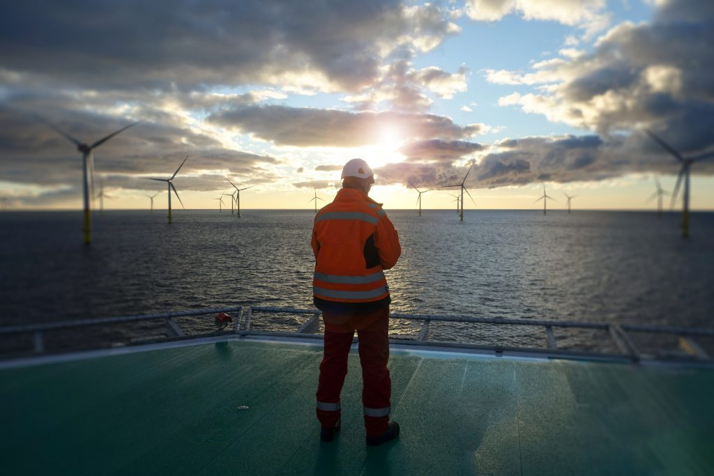 Illustrasjonsbilde av vindkraftanlegg offshore