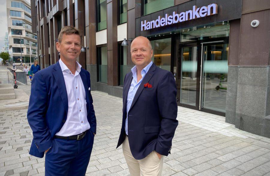 Arild Andersen og Christian Dahl uten for handelsbanken på Tjuvholmen